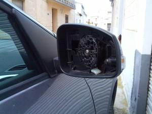 Espejo retrovisor arrancado